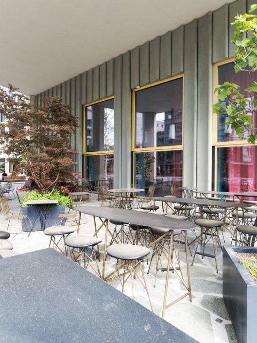 terrasse de restaurant abandonnée