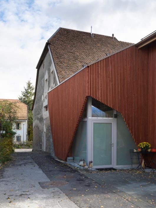 entrée d'une ferme rénovée