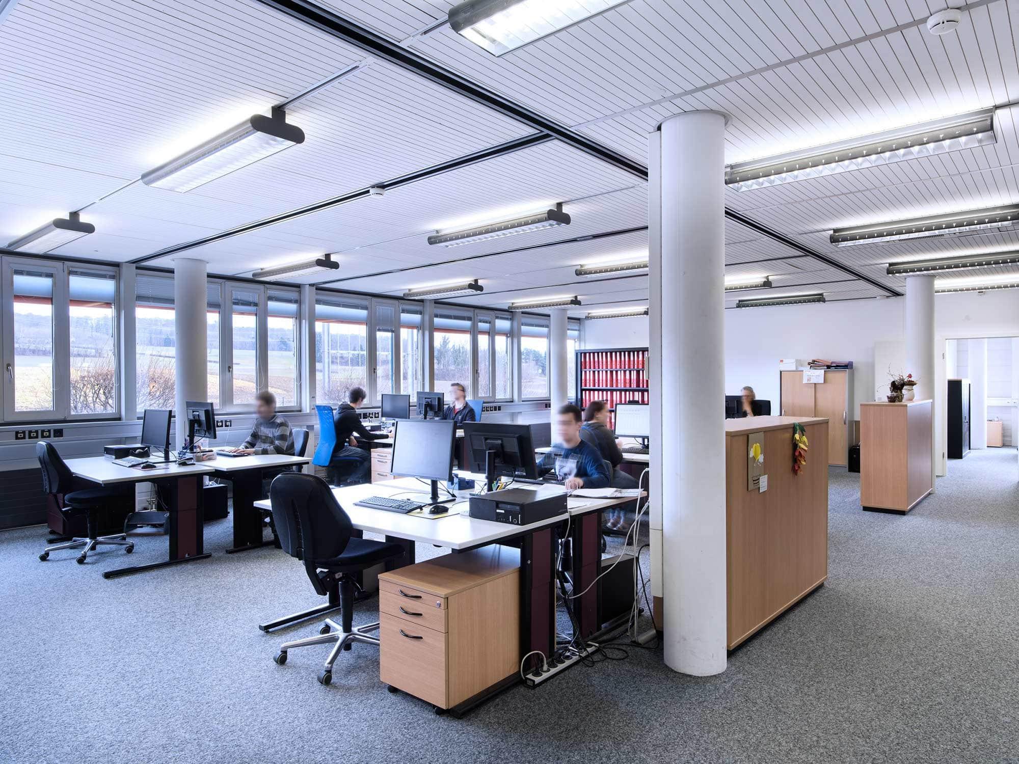 photos corporate d'employés de bureau au travail
