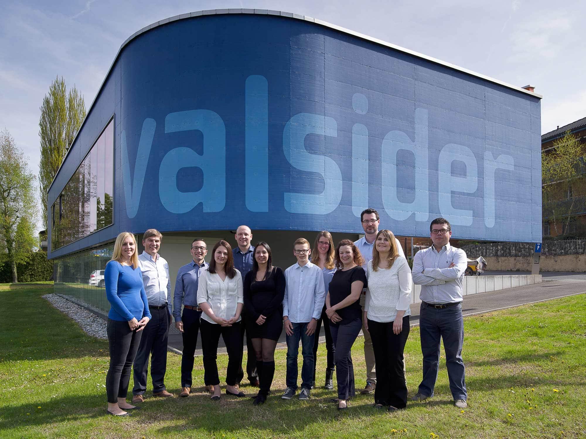 photo de groupe représentant l'entreprise Valsider pour leur campagne corporate