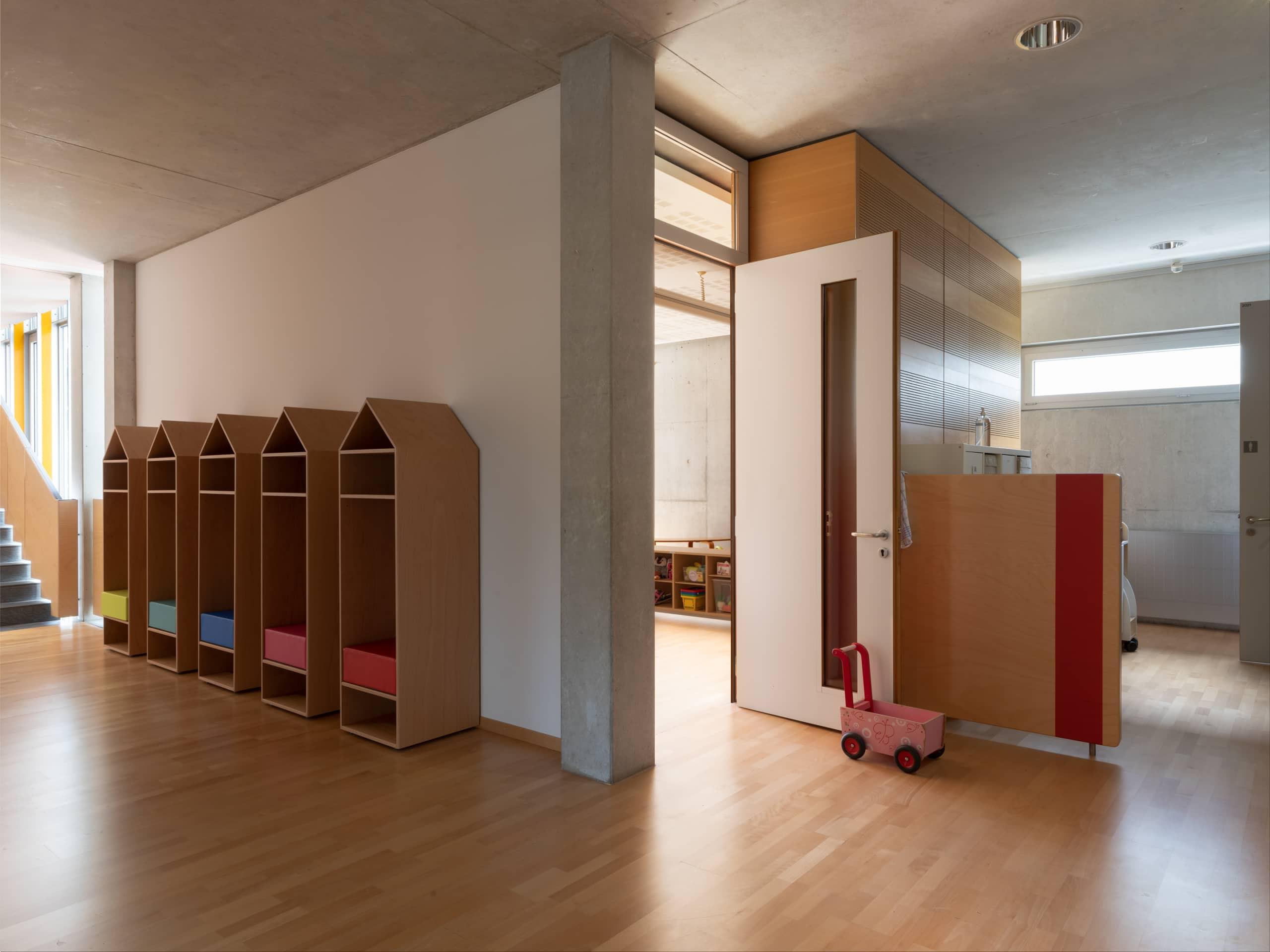couloir dans une crèche d'enfants
