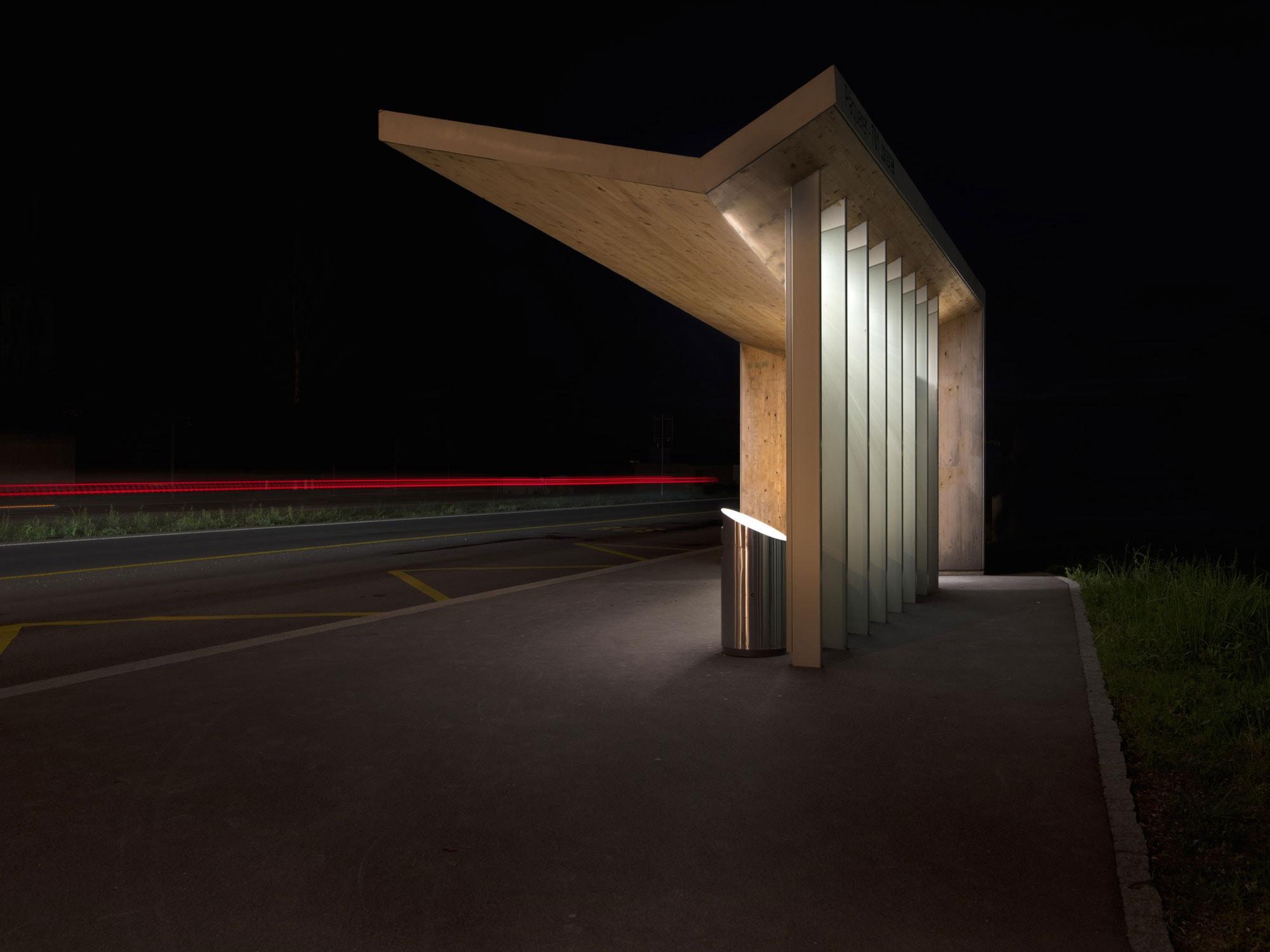 arrêt de bus la nuit