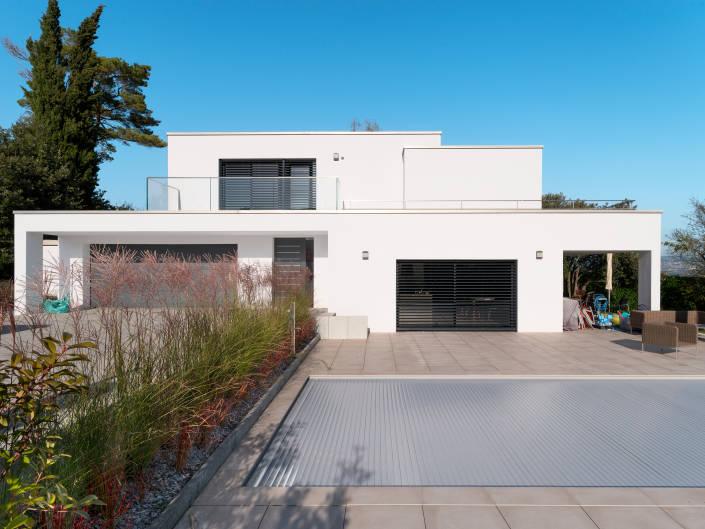 villa blanche à toit plat