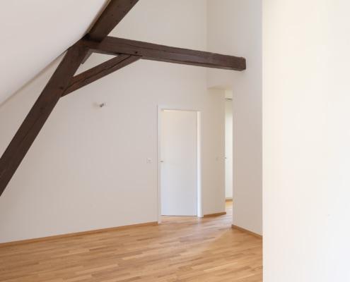 séjour avec poutres au plafond